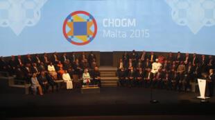 La reine d'Angleterre Elizabeth II a ouvert vendredi 27 novembre le sommet du Commonwealth à Malte.