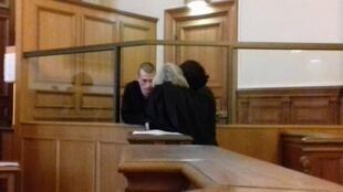 Именно против закрытого характера заседаний Петр Павленский объявил 9 февраля сухую голодовку, которую держал 13 дней.