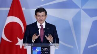 Премьер-министр Турции Ахмет Давутоглу заявил, что Турция не собирается приносить извинения за сбитый российский бомбардировщик, 30 ноября 2015.
