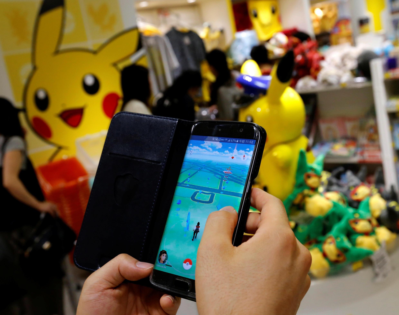 Homme jouant à Pokémon Go, en juillet 2016 (Photo d'illustration).