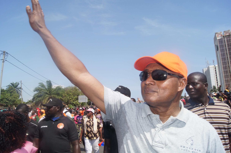 Jean-Pierre Fabre, président de l'Alliance nationale pour le changement, dans la manifestation à Lomé, le 21 novembre.