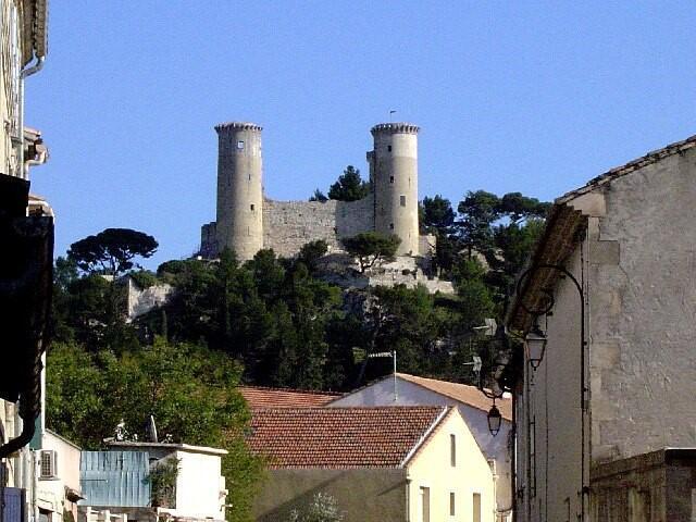 夏朵雷納爾小鎮( Châteaurenard  )的中古世紀建築雷納爾城堡( Château de Châteaurenard )