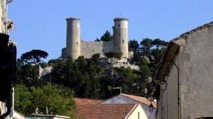夏朵雷纳尔小镇( Châteaurenard  )的中古世纪建筑雷纳尔城堡( Château de Châteaurenard )
