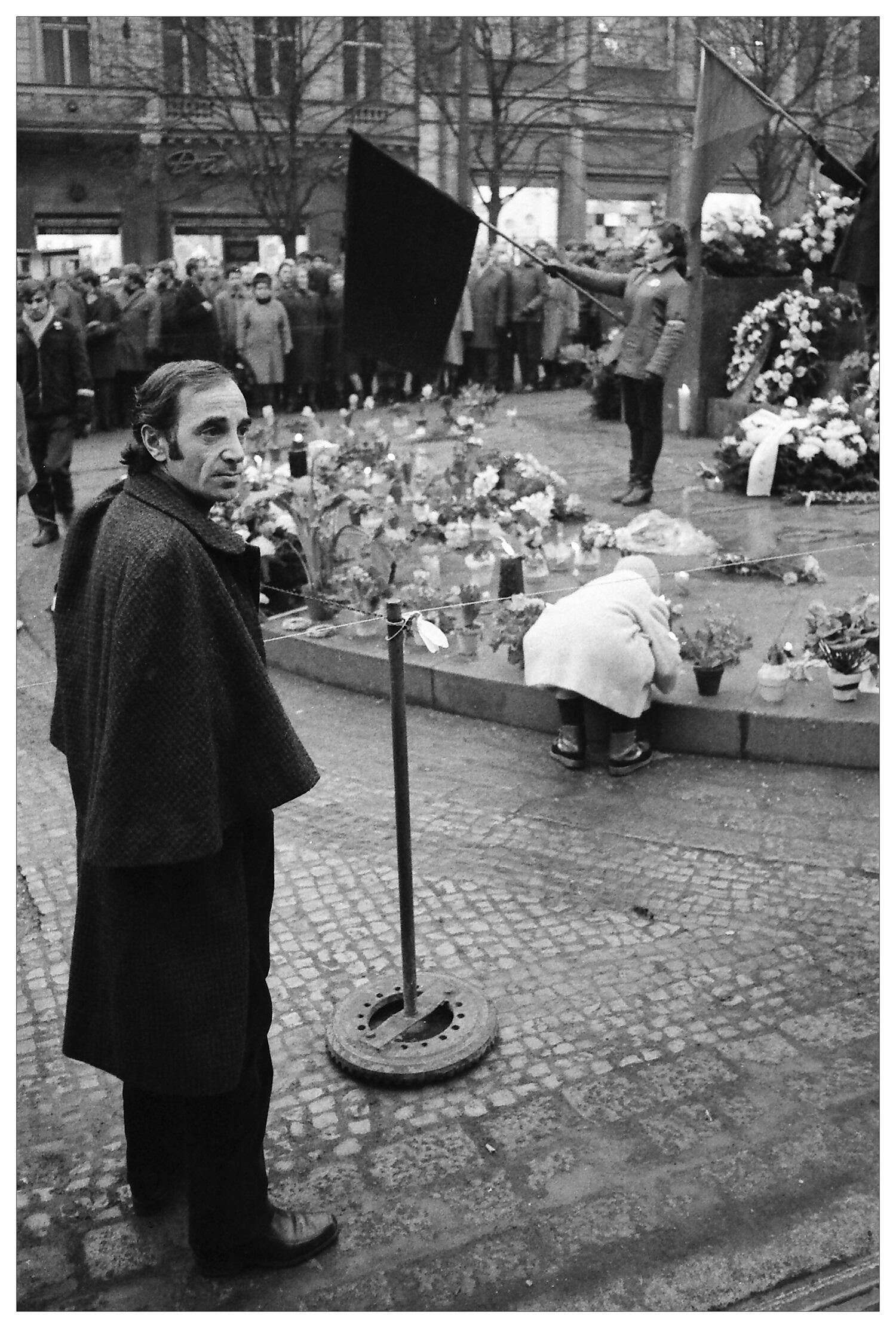Шарль Азнавур на Вацлавской площади в Праге