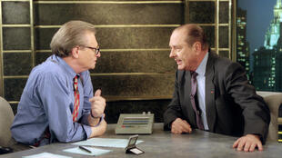 Cable News Ntwork (CNN) host Larry King (L) interviews French President Jacques Chirac 23 October 1995 at the CNN studios in New York. Chirac was in New York for the celebration of the United Nations 50th anniversary.