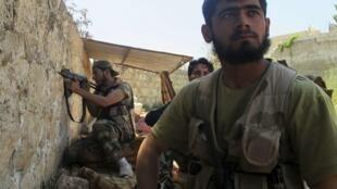 Des combattants de l'armée syrienne libre, à proximité d'Alep, le 27 avril dernier.