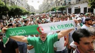 Des manifestants dans les rues d'Alger, le 2 août 2019. (Photo d'illustration).