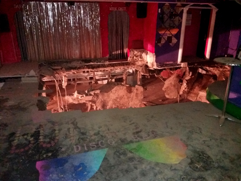 Не менее сорока человек пострадали при обрушении пола в ночном клубе на Тенерифе