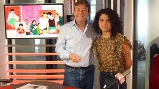 El artista mexicano Daniel Galicia con Jordi Batallé en RFI