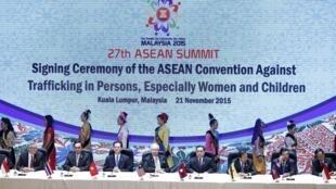在马来西亚吉隆坡召开的第27届东盟峰会