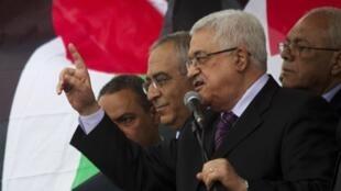 Mahmoud Abbas, de retour de New York, est acclamé par ses supporters à Ramallah, le 25 septembre 2011.