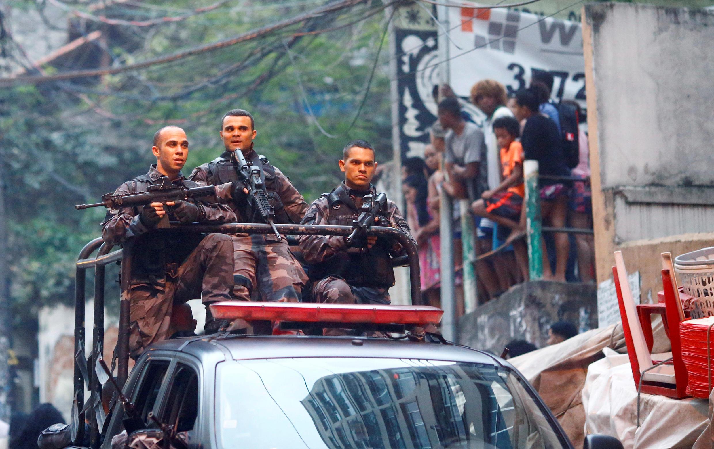 Cảnh sát Brazil  tại Rio de Janeiro trong một chiến dịch truy quét tội phạm ngày 10/10/2016.