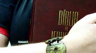 Con la Biblia en mano, opositores pedirán la dimisión de Evo Morales.