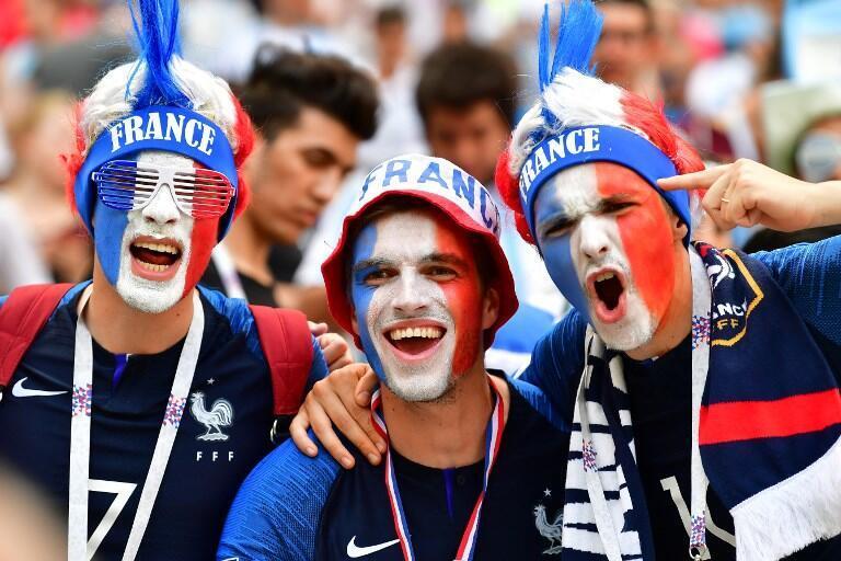 Torcedores franceses durante a partida entre França e Argentina.