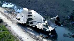 Les restes du Boeing 737-800 qui s'est écrasé juste après le décollage de l'aéroport de Téhéran, le 8 janvier 2020, sont visibles sur cette photo.