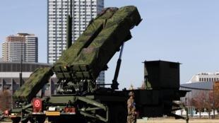 Hỏa tiễn địa không PAC-3 được triển khai trước Bộ Quốc phòng Nhật tại Tokyo ngày 07/12/2012.
