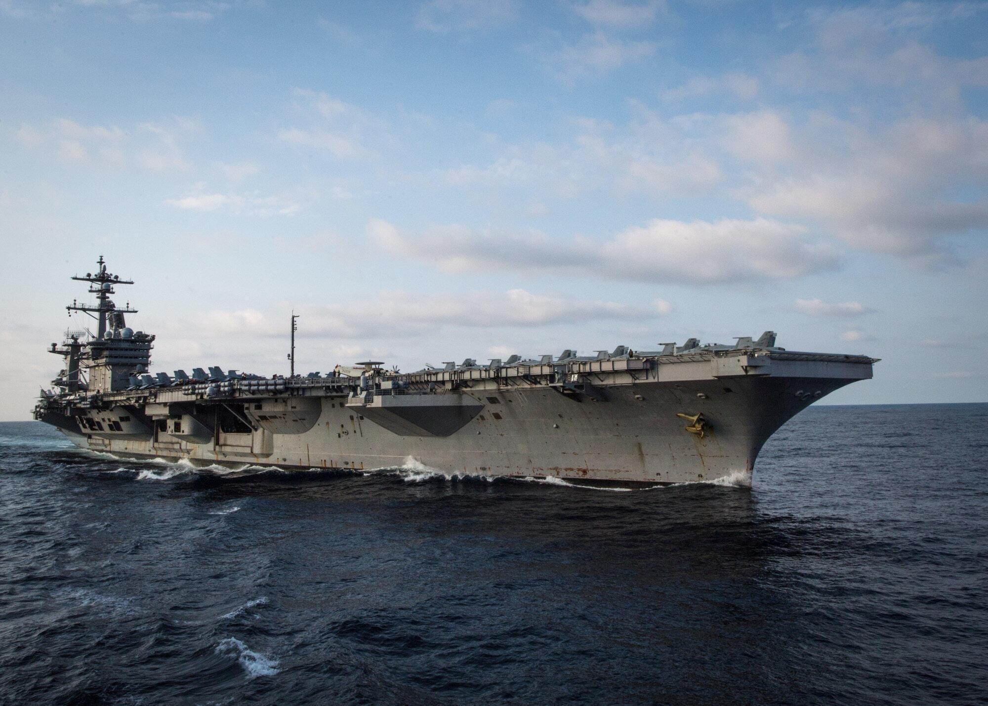 Tàu sân bay Mỹ USS Carl Vinson, cập  cảng Tiên Sa Đà Nẵng ngày 05/03/2018. Ảnh chụp ngày 27/05/2017 khi USS Carl Vinson đang hoạt động trong Thái Bình Dương.