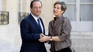 François Hollande e Isabel Allende, este 24 de junio en el Palacio del Elíseo en París.