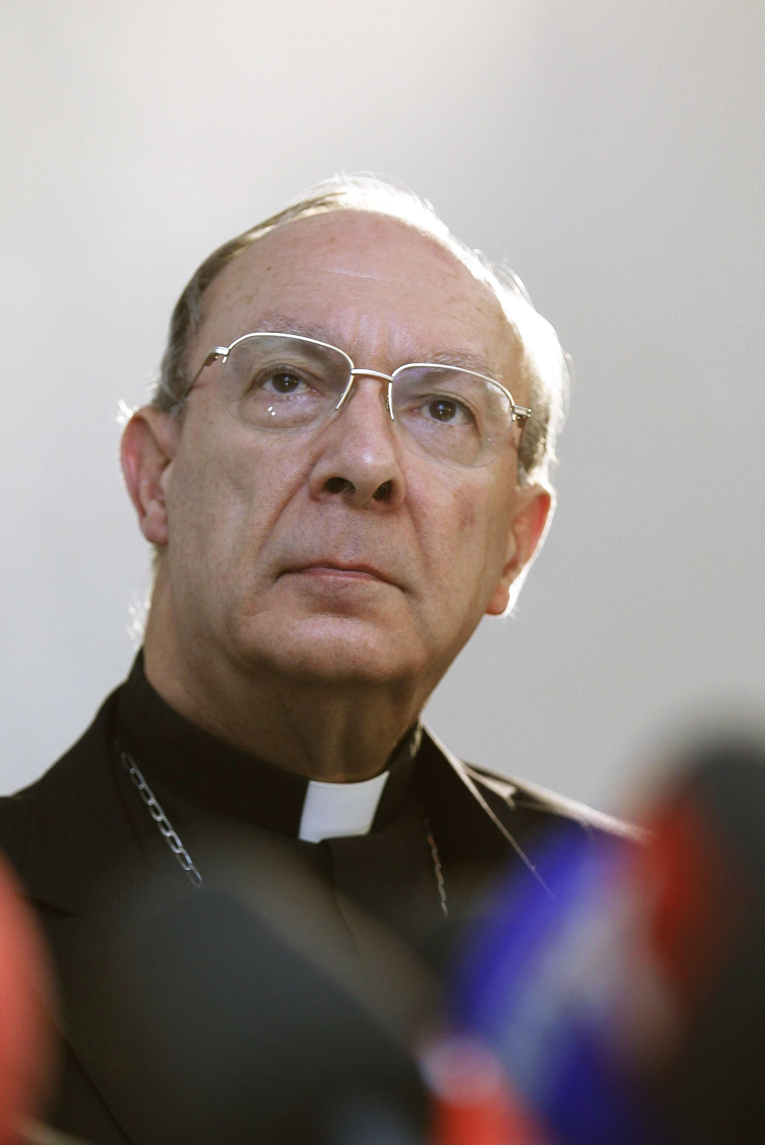 Monsenhor André-Joseph Léonard anuncia iniciativa para apoiar vítimas de padres pedófilos.