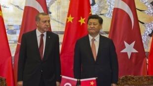 中国国家主席习近平(右)与土耳其总统埃尔多安2015年7月29日北京