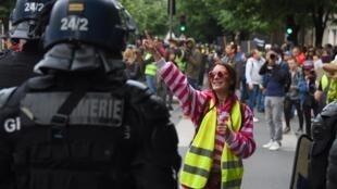 Манифестация «желтых жилетов» в Бордо, 27 апреля 2019.