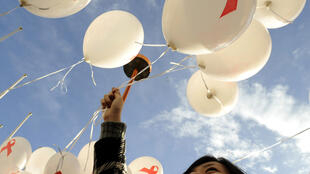 Students in Vienna release balloons for World AIDS Day, 1 December 2018, calling on world governments to take action against HIV