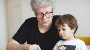 Ce concept de mamies nounous est « gagnant-gagnant » : pour les parents qui confient en toute confiance leurs enfants à des femmes qui pourraient être la grand-mère et pour les nounous qui peuvent avoir un complément de revenus.