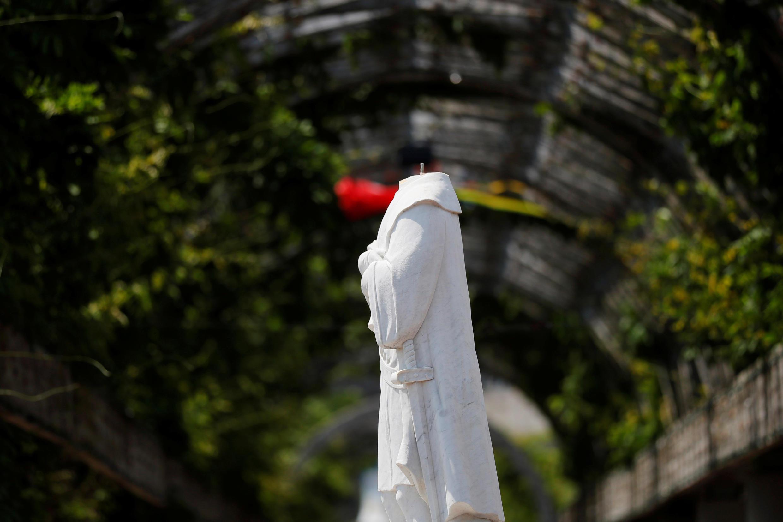 Una estatua de Cristóbal Colón fue decapitada en Boston.