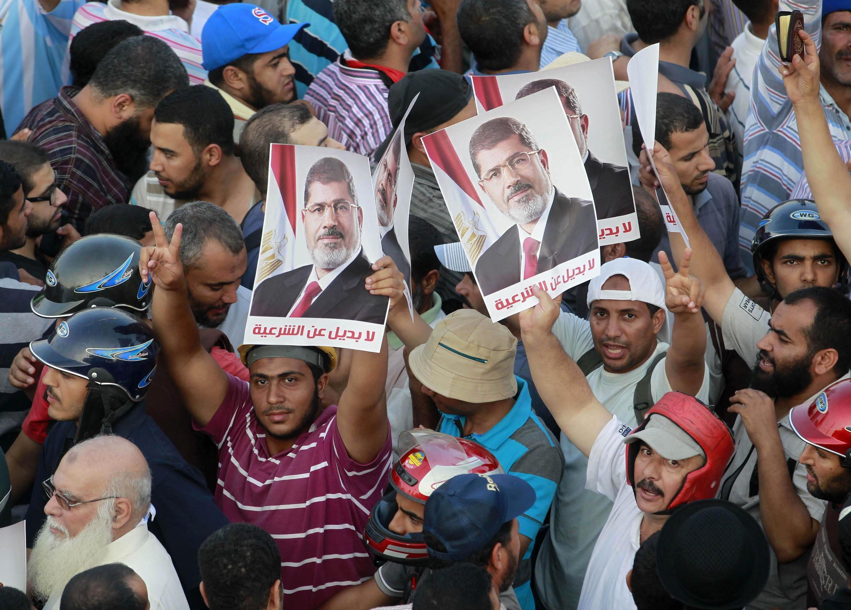 Манифестация в поддержку низвергнутого президента Мурси в Каире 09/07/2013