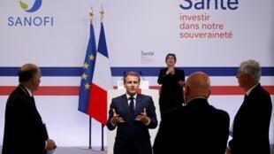 Le pésident Macron, lors d'une conférence de presse à l'issue de sa visite de l'usine Sanofi à Marcy-l'Étoile le 16 juin 2020.