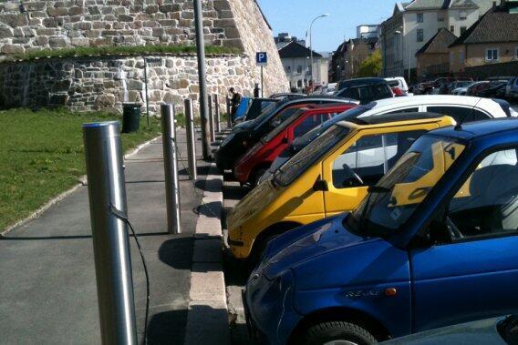 Oslo, thủ đô Na Uy, là thành phố có nhiều xe hơi điện lưu thông trên đường phố.