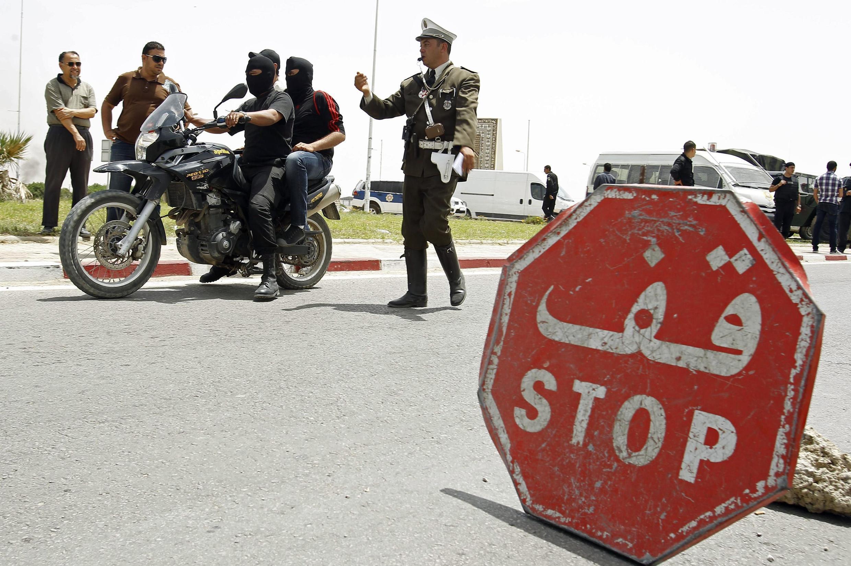Checkpoint de la police non loin de la cité de Kairouan (Tunisie), le 18 mai 2013.