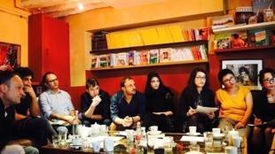 کافه فیلوی افغان ها در پاریس