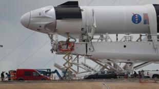 Kumbon Falcon 9 mallakin cibiyar SPACE X da aka dakatar da tashinsa dauke da 'yan sama jannati 2 zuwa duniyar wata, saboda rashin kyawun yanayi.