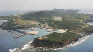Ngày 28/03/2016, Nhật Bản khánh thành hệ thống radar mới trên đảo Yonaguni. Ảnh chụp đảo Yonaguni ngày 28/03/2007.