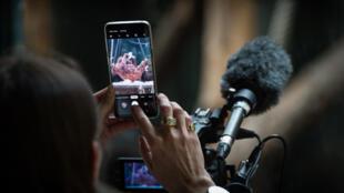 O abuso do uso do celular é responsável por vários problemas de visão
