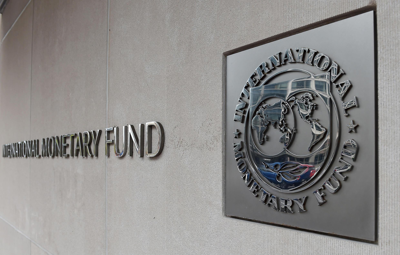 El logo del FMI en Washington, Estados Unidos, el 27 de marzo de 2020