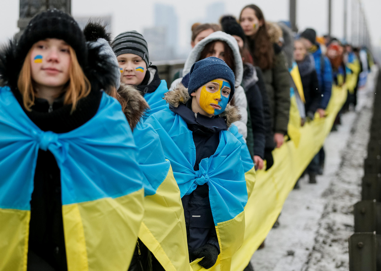 День Соборности в Киеве: манифестанты на мосту через Днепр, 22 января 2018.
