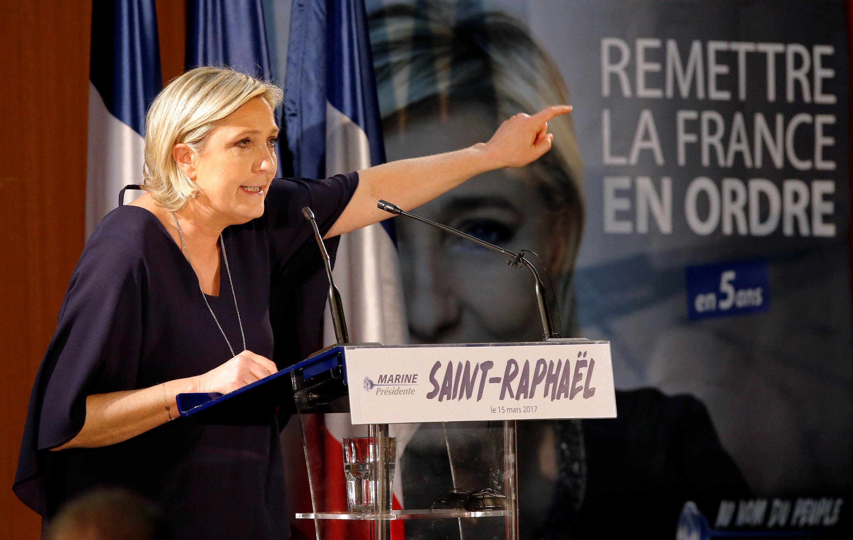 Марин Ле Пен в ходе выступления в Сен-Рафаэле на юго-востоке Франции, 15 марта 2017.