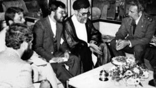 دیدار آیتالله خامنهای در شهریور ۱۳۶۵ با فیدل کاسترو در حاشیه اجلاس غیرمتعهدها در زیمبابوه