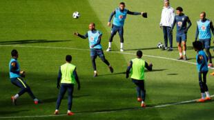 Treino da seleção brasileira no estádio Olímpico de Berlim.
