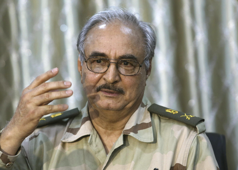 El general Haftar durante una conferencia al este de Bengasi, el 17 de mayo de 2014.