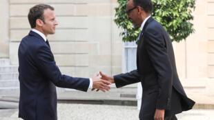Le président Emmanuel Macron accueille le président rwandais Paul Kagame à l'Élysée, le 23 mai 2018.