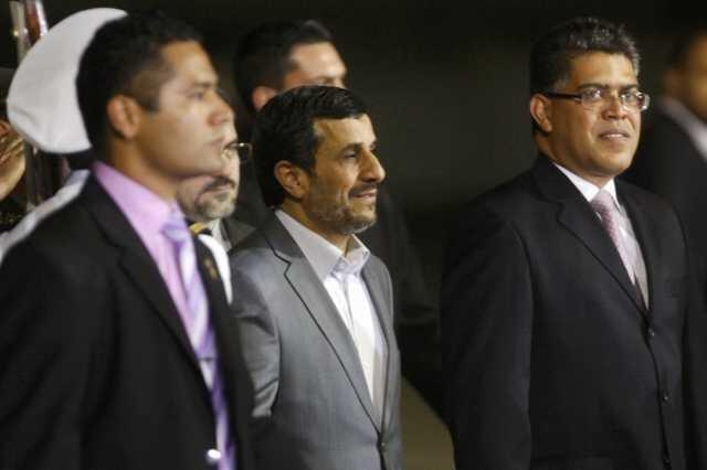 El presidente iraní, Mahmud Ahmadinejad, fue recibido el domingo por el vicepresidente venezolano Elías Jauja, el mismo día que EE.UU. anunció la expulsión de Livia Acosta Noguera.