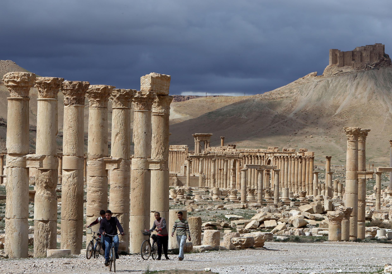 La cité antique de Palmyre en mars 2014.  L'Unesco demandait alors la cessation des hostilités pour sauver le site antique depuis investi par les jihadistes de l'EI et bombardé avec intensité ce lundi matin par l'aviation syrienne.