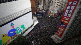 Une manifestation se tient le 1er janvier 2020 à Hong Kong pour marquer six mois de contestations.
