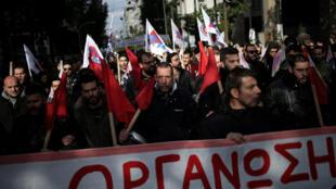 Milhares de pessoas protestaram nas ruas de Atenas