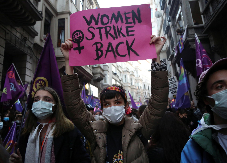 Manifestation dans les rues d'Istanbul pour la Journée internationale des droits des femmes