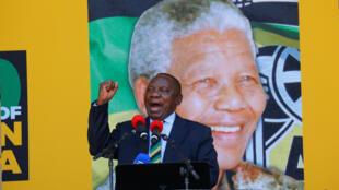 Cyril Ramaphosa, presidente da ANC, assumiu a presidência do país nesta quinta-feira (15). Foto de 11 de fevereiro.