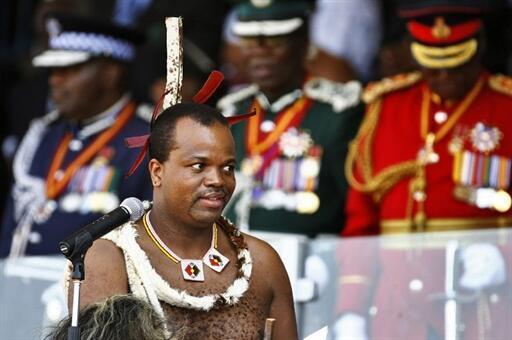 Mfalme Mswati III akilihutubia taifa katika uwanja wa Somhlolo, Septemba 6, 2010 Swaziland.